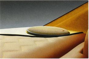 Мидбас тыловой подзвучки под задним стеклом
